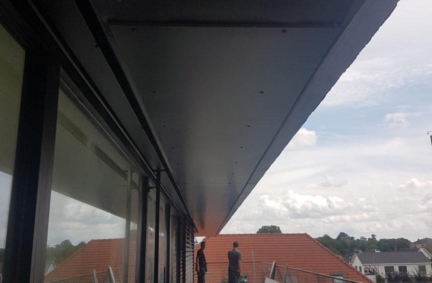 Bekleden van de buitenplafonds in volkernplaat in Sint-Truiden